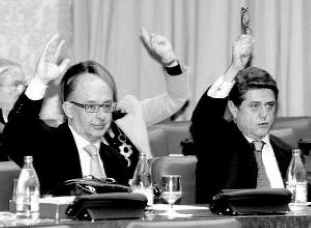 El PP se queda solo en la petición de comparencias de Zapatero, Solbes y Bermejo