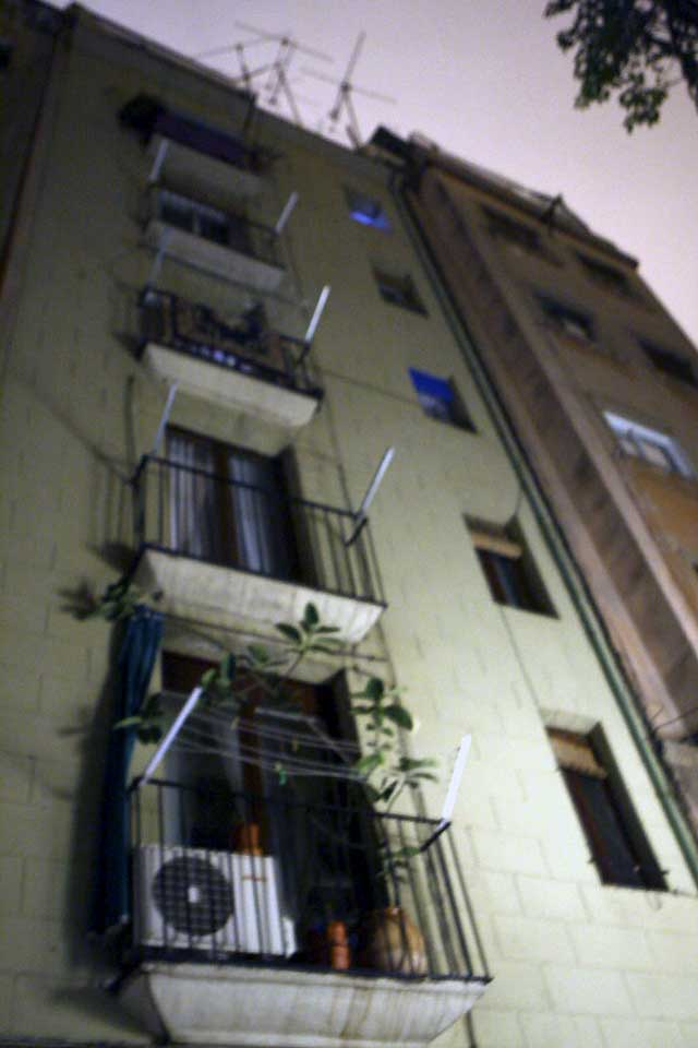 Una mujer y dos niños mueren en el incendio en un piso de Barcelona