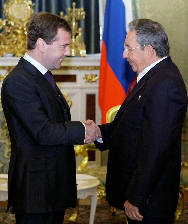 Medvedev y Raúl Castro confirman su intención de que Cuba y Rusia desarrollen una asociación estratégica