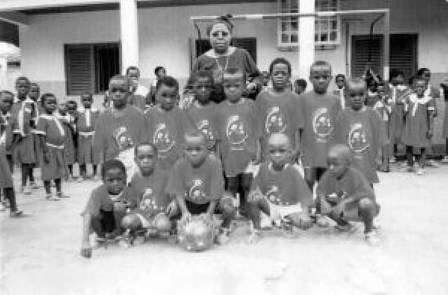 Una misionera de la Inmaculada Concepción funda en Guinea Ecuatorial el club Osasuna de Sampaka