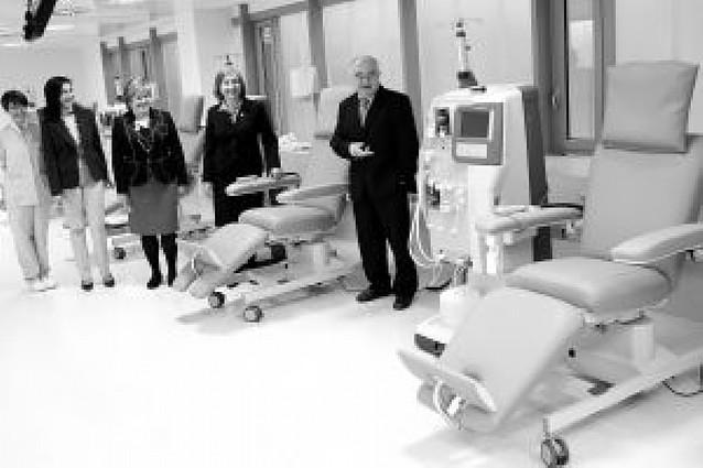 La unidad de diálisis del Hospital de Navarra crece de 31 a 46 puestos