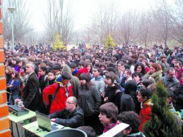 Alumnos del IES Valle del Ebro de Tudela se unen por la paz