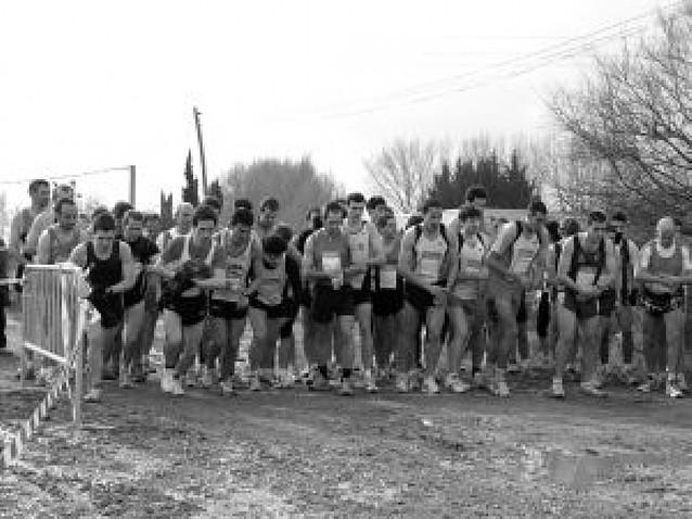 Setenta atletas en posición de salida