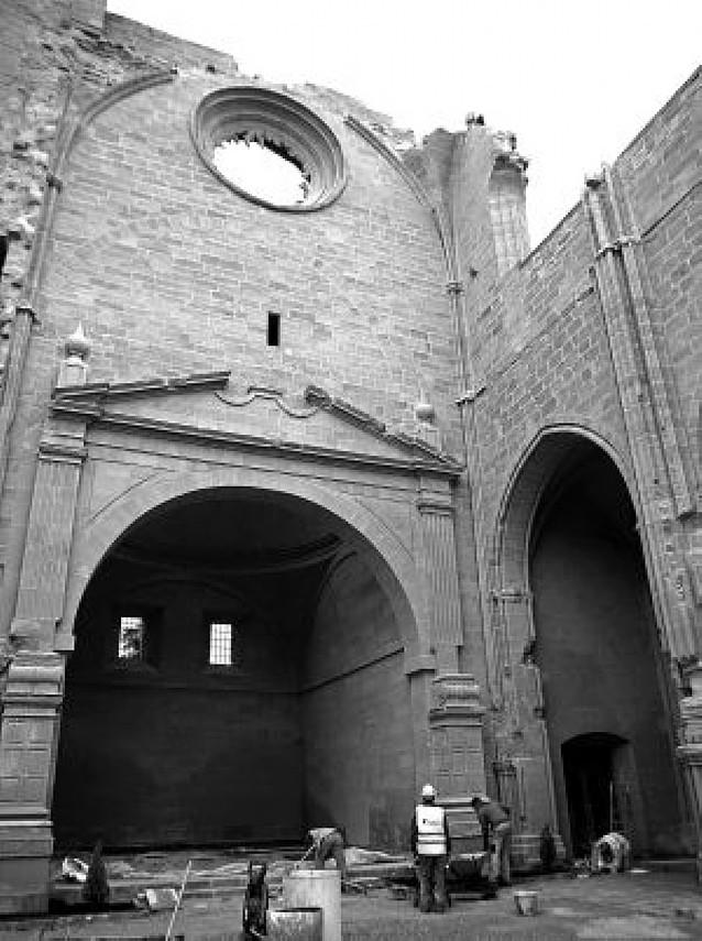 La iglesia de San Pedro enseña su gótico a los vecinos de Viana tras 8 años de obras