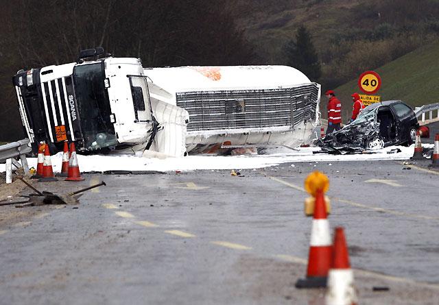 Muere un camionero en la 121-A en Endériz