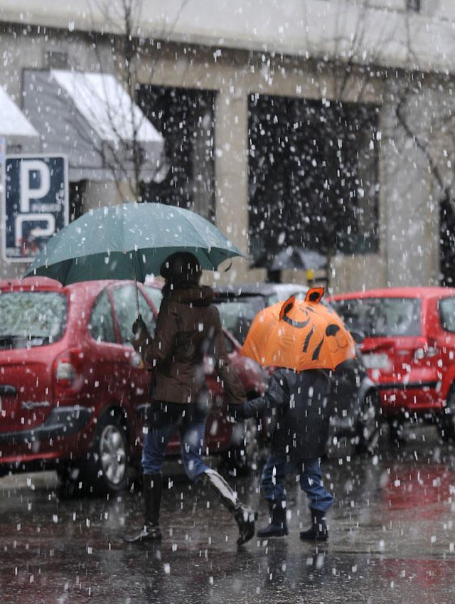 La nieve impide el acceso de tráfico a Madrid durante 4 horas