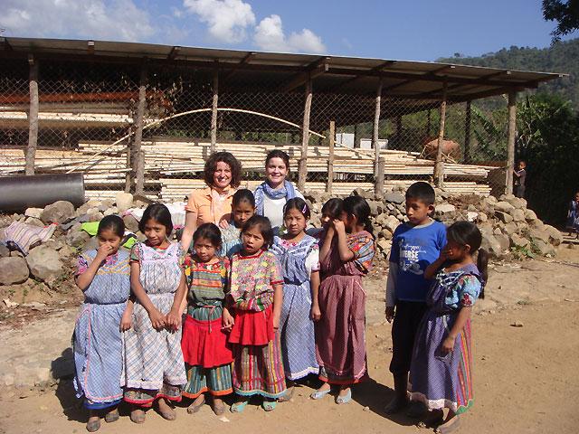 García Malo finaliza su estancia en Guatemala con la visita a dos proyectos relacionados con salud
