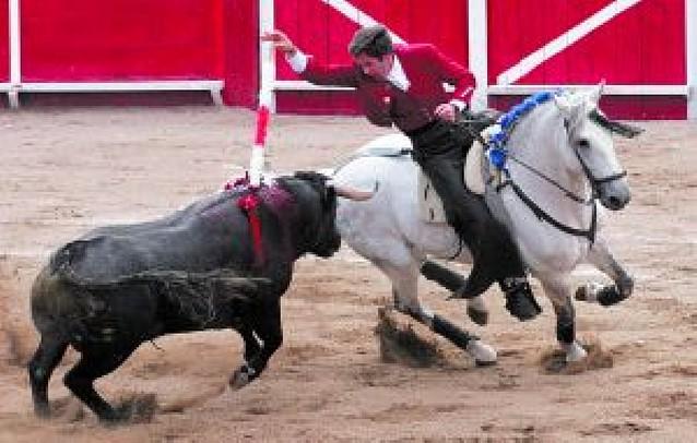 Hermoso de Mendoza corta una oreja en León (México)