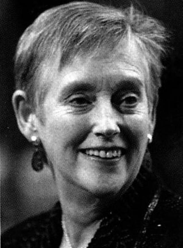 La ex directora de los espías británicos se mete a novelista