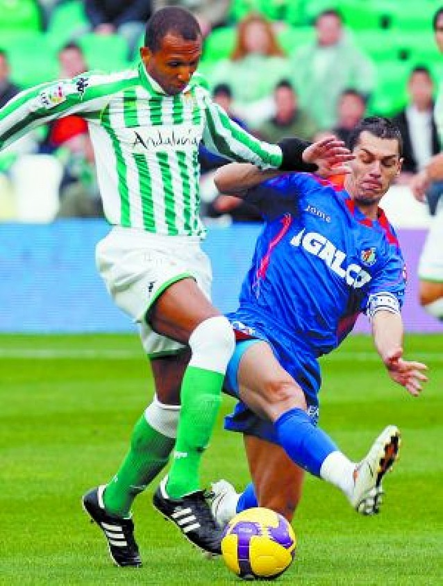 """San Ricardo"" salva a un Betis que pudo golear al Getafe"