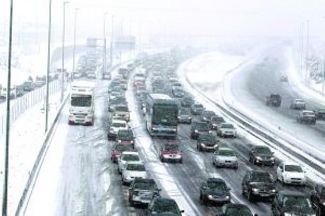 Una nueva nevada dispara la alerta tras colapsar toda la mitad norte de Madrid
