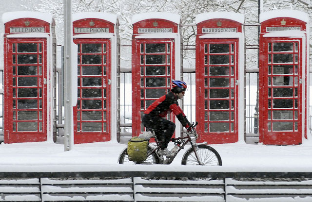 Protección Civil avisa a cinco comunidades por nieve y viento y recomienda no viajar por carretera