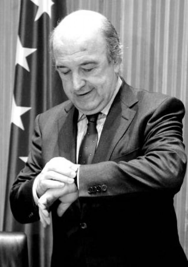 Zapatero pide a los bancos un esfuerzo adicional en la concesión de créditos