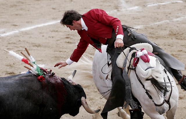 El rejoneador navarro Hermoso de Mendoza cortó tres orejas y un rabo en México