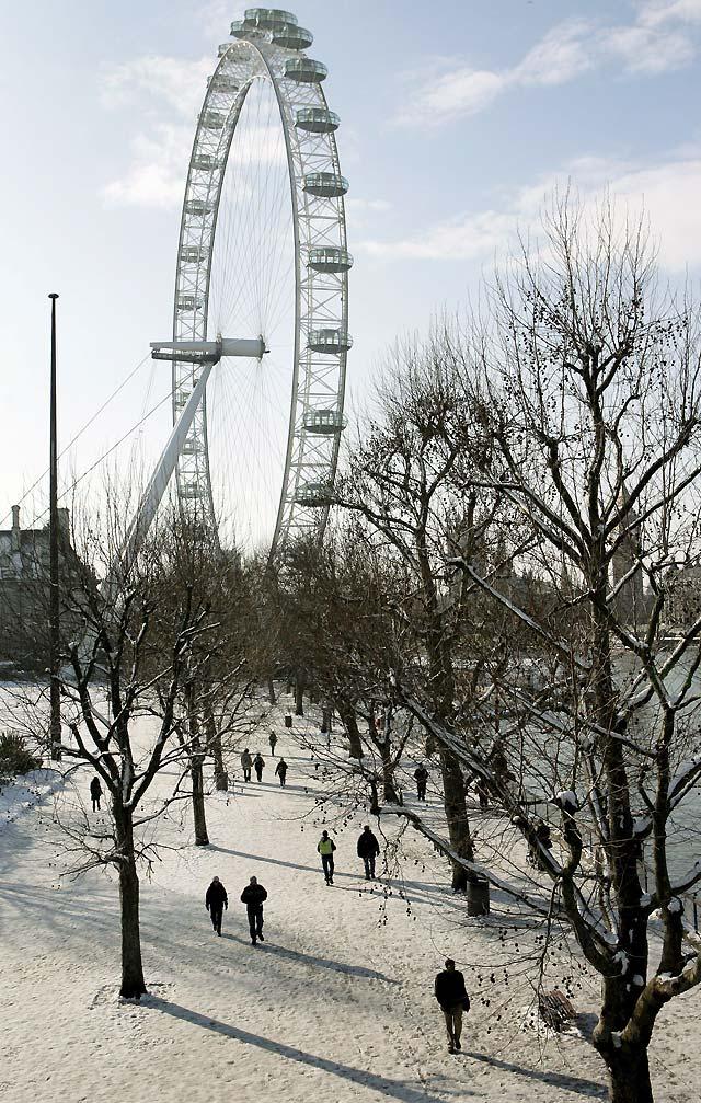 Las nevadas causan un caos circulatorio en buena parte del Reino Unido