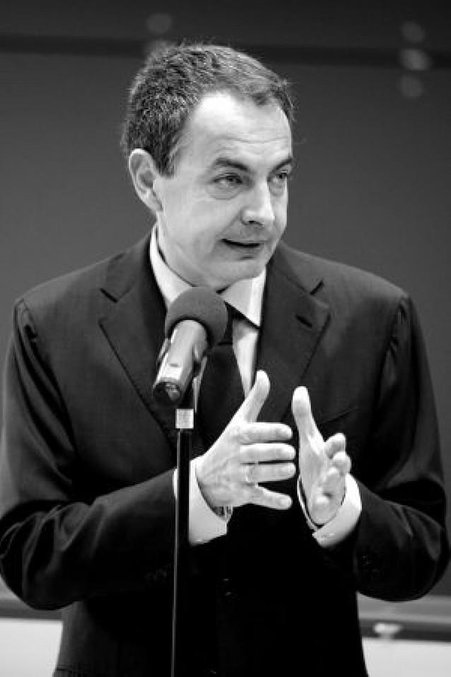 """Zapatero asume la """"prudencia"""" de la banca pero pide """"más esfuerzos"""""""