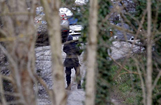 La Ertzaintza detona ocho kilos de explosivo de ETA hallado en un zulo de Ordizia (Guipúzcoa)
