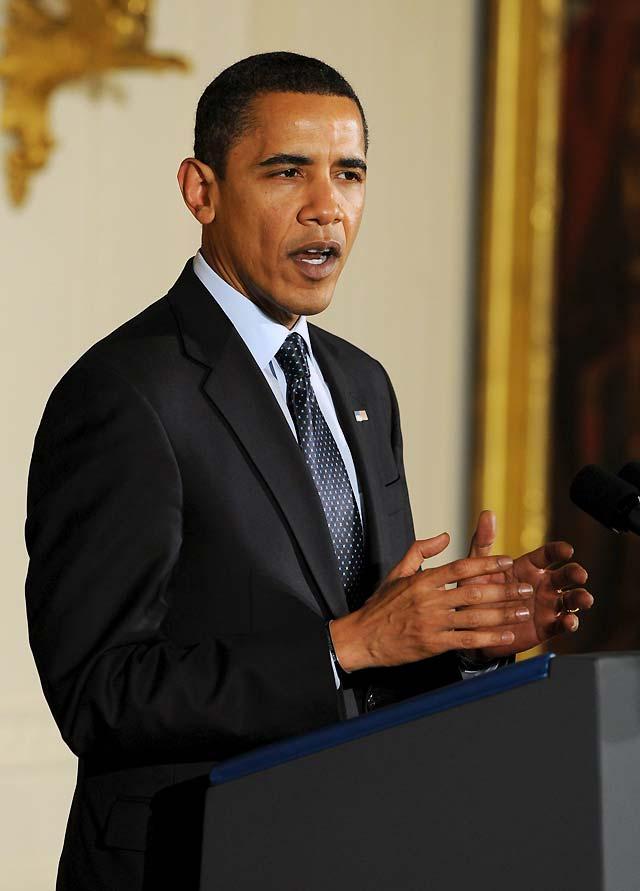 Obama firma la ley para expandir el seguro médico infantil estatal