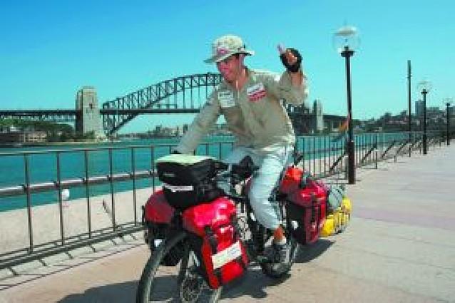 La hazaña australiana del ciclista Juan Menéndez