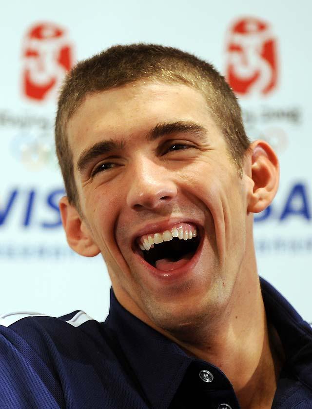 Phelps, suspendido por tres meses tras divulgarse una fotografía en la que aparece fumando marihuana