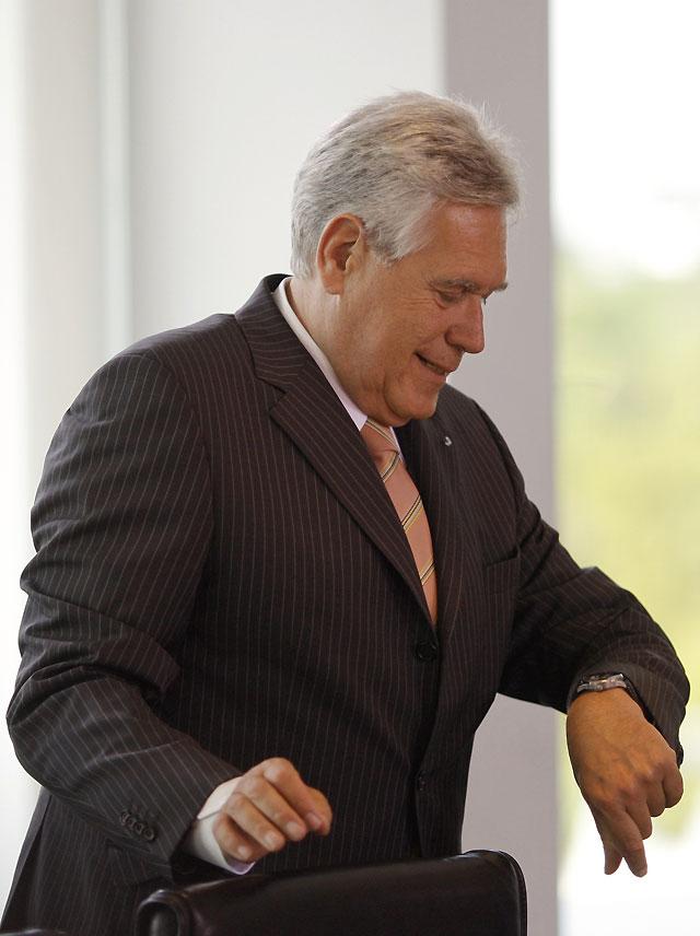 Presenta su dimisión el ministro de Economía alemán, Michael Glos