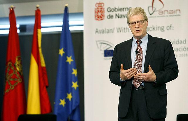 """Sir Ken Robinson: """"La educación ahoga y margina el talento"""""""