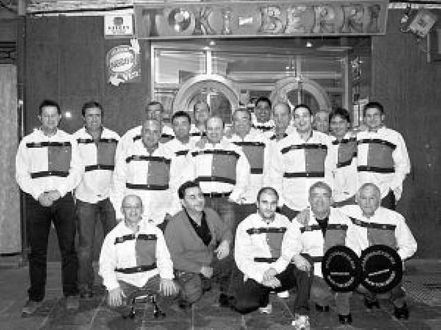 El bar Toki Berri de Lodosa reunió a 10 parejas en torno al mus