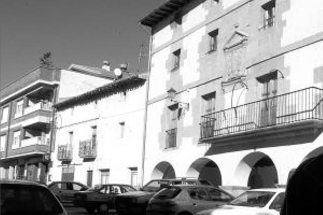 El alcalde de Allo denuncia a un edil por desobediencia y éste critica su expulsión