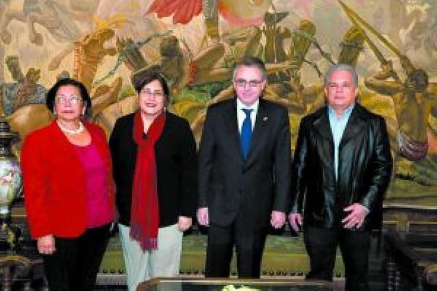 Una ministra de Nicaragua visita el centro de acogida de menores Haritz Berri