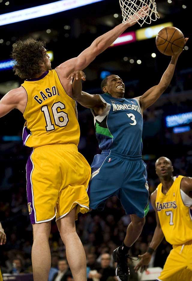 Gasol y Bryant guían a los Lakers hacia la victoria número 50 tras vencer a los Timberwolves (110-90)