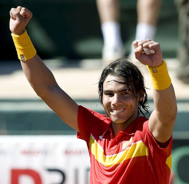 Nadal humilla a Djokovic y permite a España clasificarse para los cuartos de final