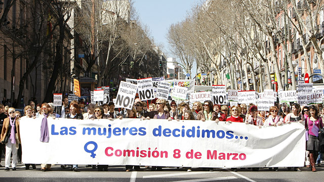Miles de personas se manifiestan en Madrid para reivindicar la igualdad en el Día Internacional de la Mujer