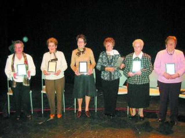 Aoiz rinde tributo a seis vecinas en el Día de la mujer
