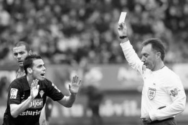 """Juanfran: """"El Sporting ha merecido ganar"""""""