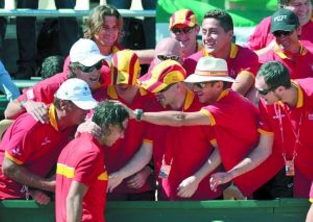 España pasa por encima de Serbia