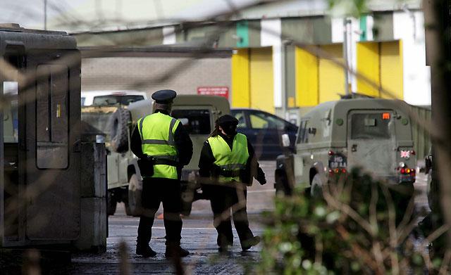 La Policía busca a los miembros del IRA Auténtico que asesinaron a los dos soldados británicos en el Ulster