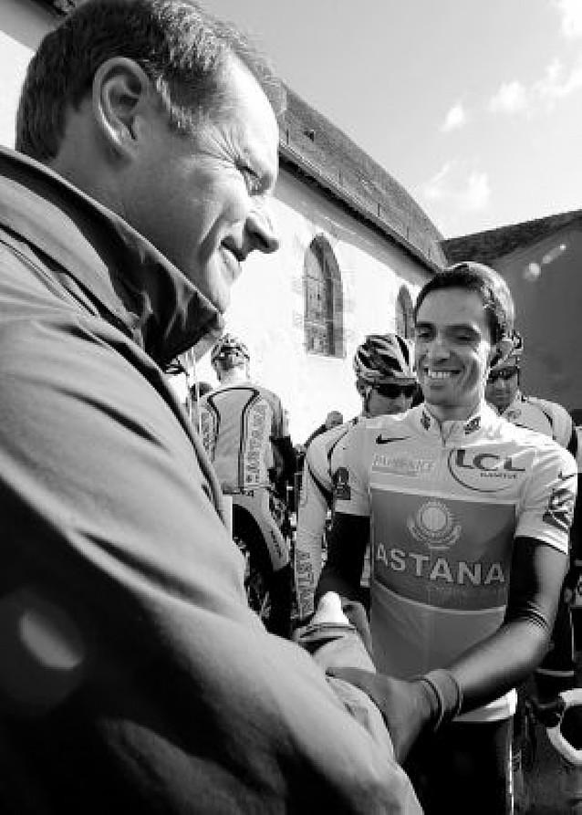 Contador no suelta el amarillo