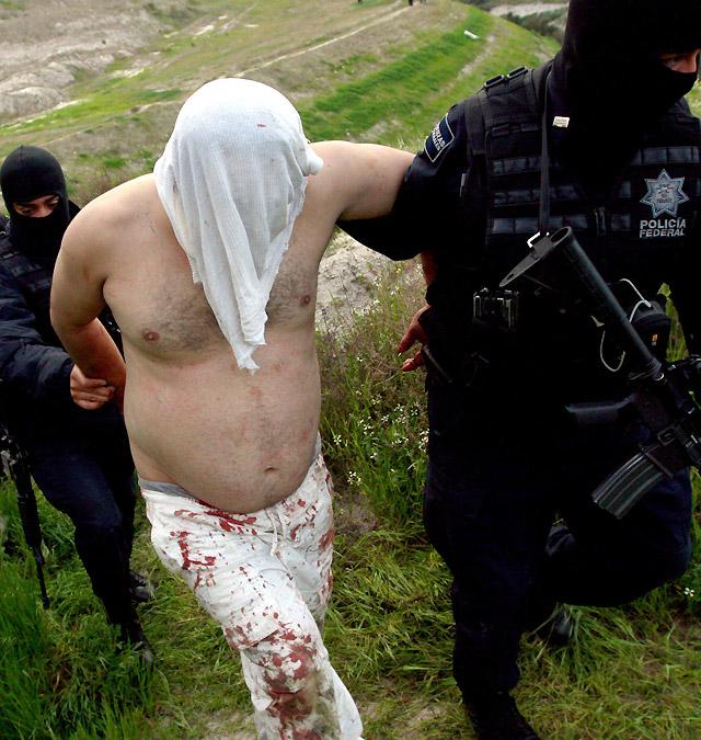 Detienen en Tijuana a 58 personas en una fiesta, 26 de ellos vinculados al crimen organizado