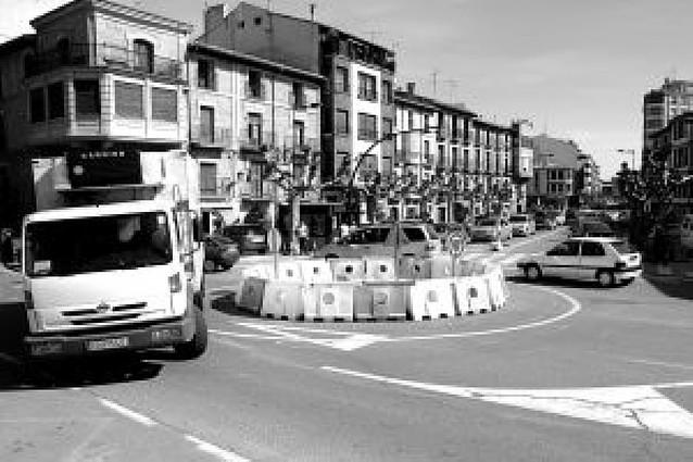Una rotonda provisional en la plaza Cortés de Tafalla intentará agilizar el tráfico