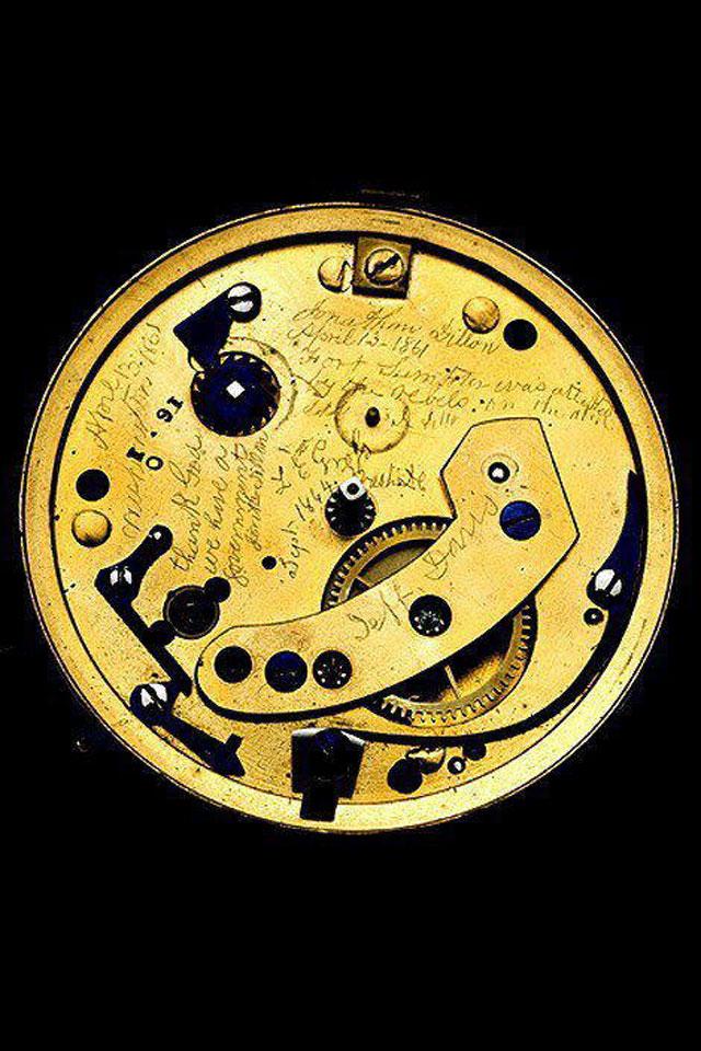 Localizan un mensaje oculto en un reloj de Abraham Lincoln