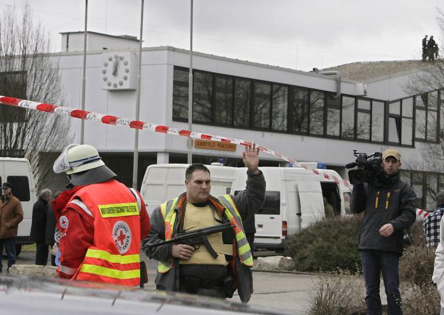 Un menor protagoniza una matanza en una escuela de Alemania que se salda con 16 muertos