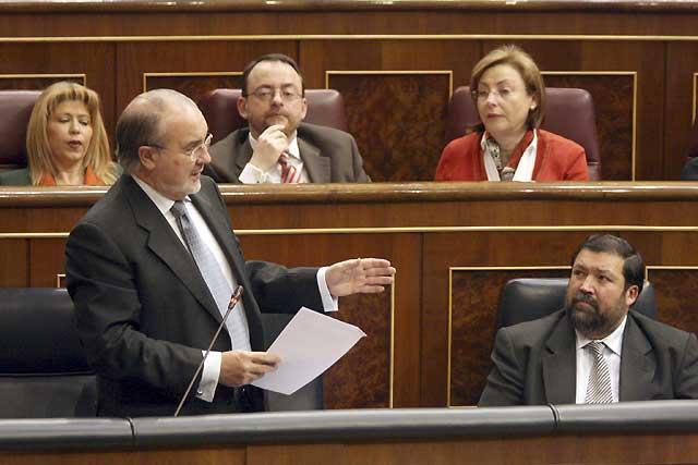 Solbes alega dificultades en el Convenio para aprobar la financiación del TAV en Navarra