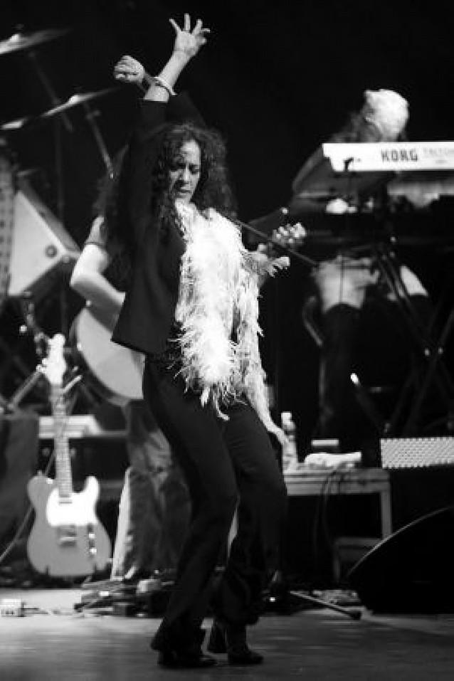 Rosario Flores envuelve de energía sus canciones en el Gayarre