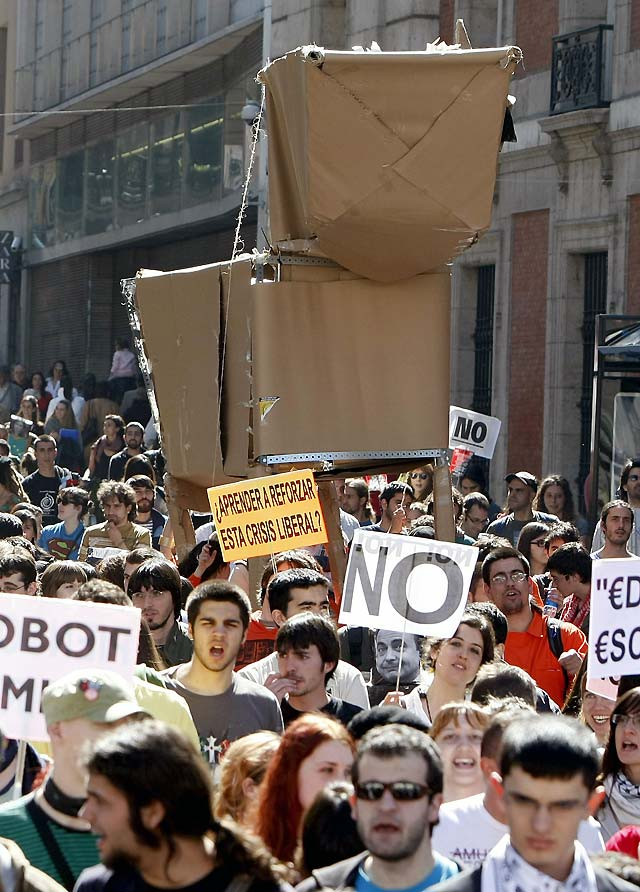 Miles de estudiantes se manifiestan contra el plan Bolonia en toda España