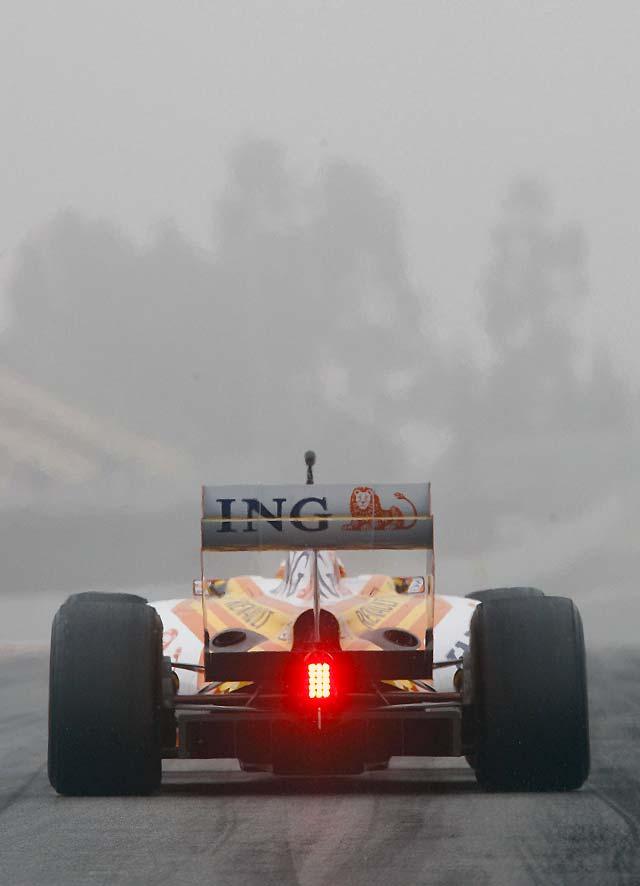 Alonso arregla con un quinto puesto una jornada en la que vuelve a brillar Brawn