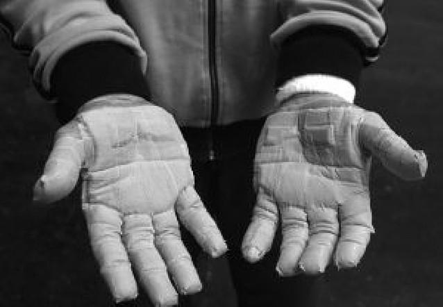 Una plaza en la final, ocho manos