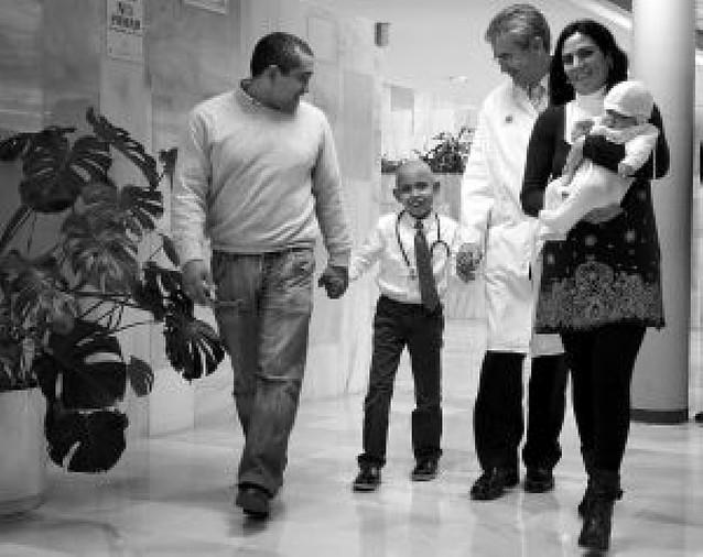 """El primer """"bebé medicamento"""" español logra curar a su hermano"""