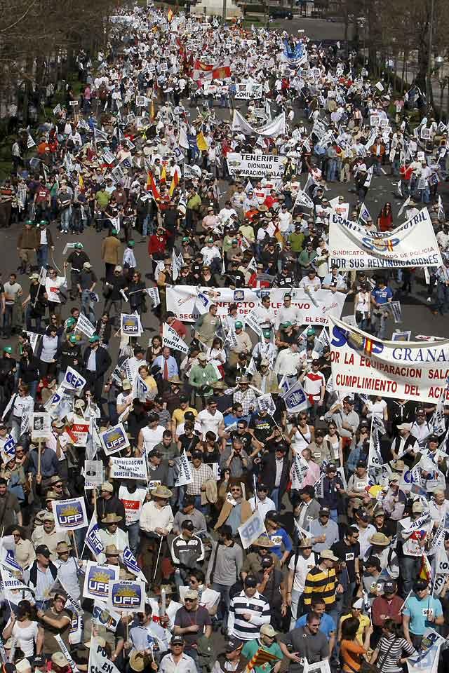 Miles de policías nacionales se citan en Madrid para protestar por los bajos salarios