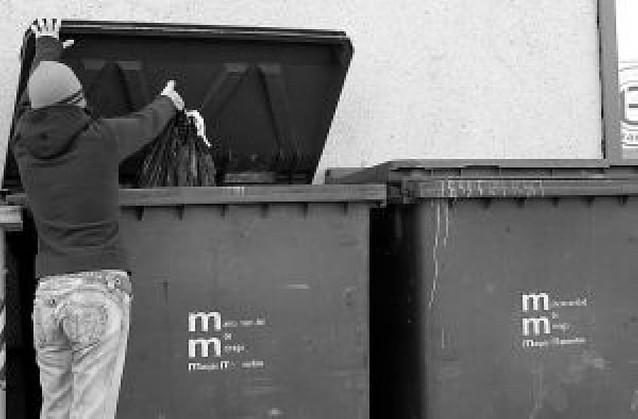 La nueva recogida de basura dejará sin contenedores el casco antiguo de Tafalla de día