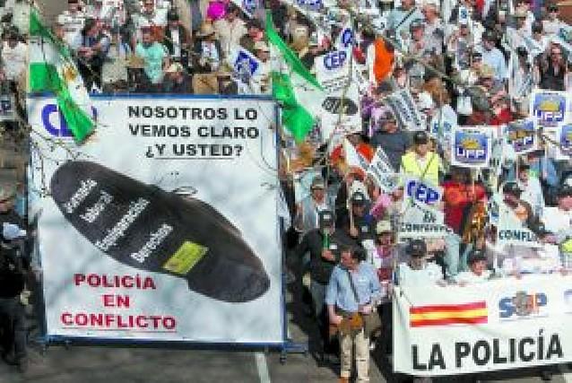 Miles de policías se manifiestan en Madrid